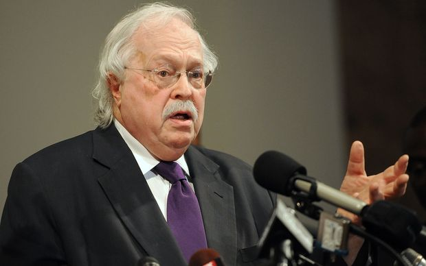 Forensic pathologist Michael Baden addresses the media over the preliminary autopsy report of slain 18 year-old Michael Brown.