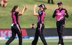 Amelia Kerr celebrates her catch with White Ferns team mates.