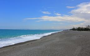 Beach, surf and pacific ocean in Napier.