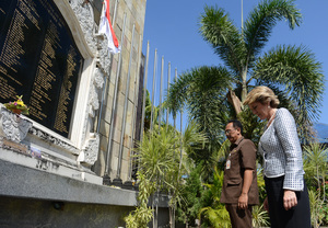 Australia's Foreign Minister Julie Bishop visiting a monument last year to those killed in the Bali bombings.