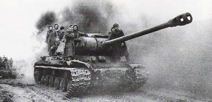 Soviet tank JS II in action (battle of Budapest)