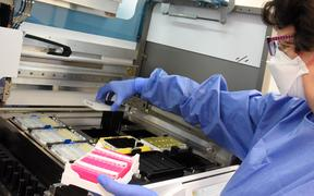 A technician prepares patient samples for the clarification of the coronavirus.