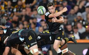 Chiefs halfback Brad Weber throws a pass during his side's Super Rugby match against the Crusaders in 2020.