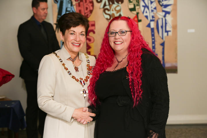 Dr Siouxsie Wiles receives an MNZM for services to microbiology and science communication