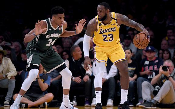 Milwaukee Bucks forward Giannis Antetokounmpo (L) marks Los Angeles Lakers guard/forward LeBron James in the NBA.
