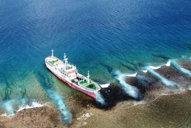 Chinese company ordered to remove wreck from French Polynesia atoll