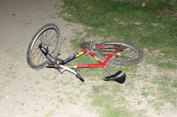 Ashburton shooting suspect Russell John Tully's bike lies abandoned on the side of the road.