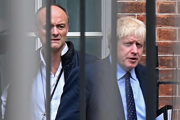Boris Johnson's top adviser Dominic Cummings leaves No 10 to 'clear the  air' | RNZ News
