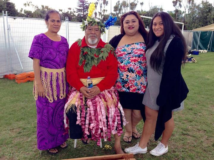 The late Saia Akauola with his family