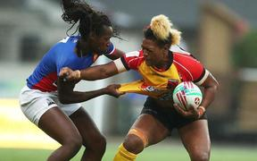 Debbie Kaore holding off the French defence during the 2019 Sydney Sevens.