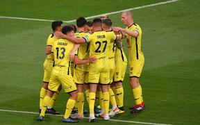 Wellington Phoenix captain Steven Taylor in a huddle with his teammates.