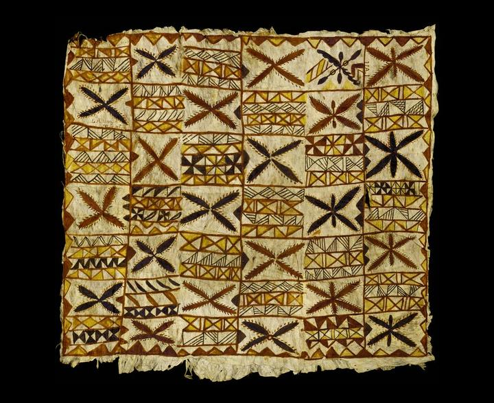 Samoan siapo mamanu (tapa cloth) in the collection of Te Papa.