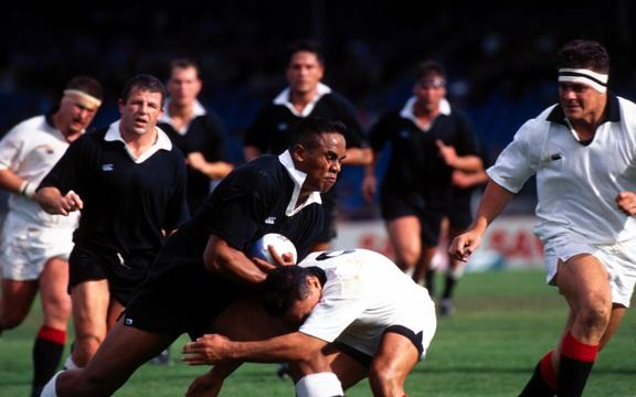 Jonah Lomu playing in the 1995 North-South rugby game.