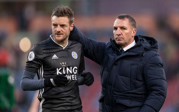 Leicester City Manager Brendan Rogers consoles Jamie Vardy of Leicester City.