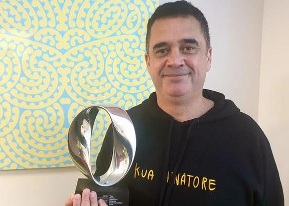 Dr Rangi Mataamua with his tāonga from this years Prime Ministers Science Awards.