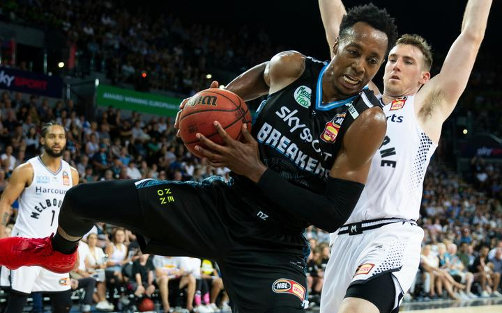 The Breakers are keen to bring back US import Scottie Hopson to team up with Tai Webster.