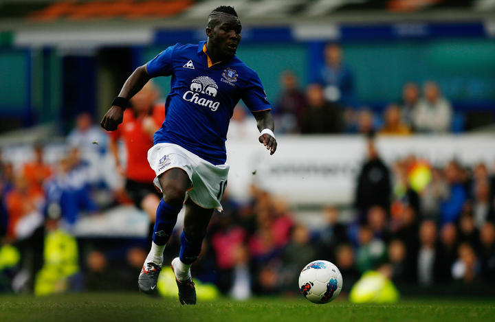 Royston Drenthe playing for Everton.