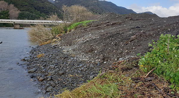 The stabilised riverbank at the landfill breach on the Awatere River.