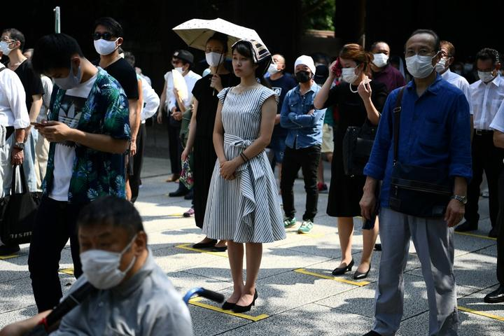 People pray at the Yasukuni shrine in Tokyo on August 15.
