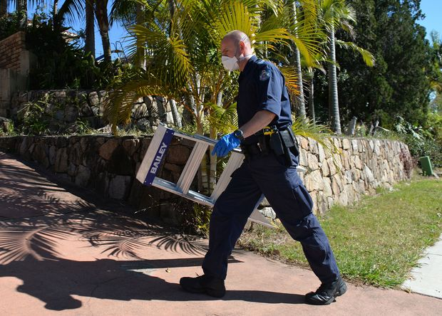 Police search a house in Mount Gravatt, Brisbane