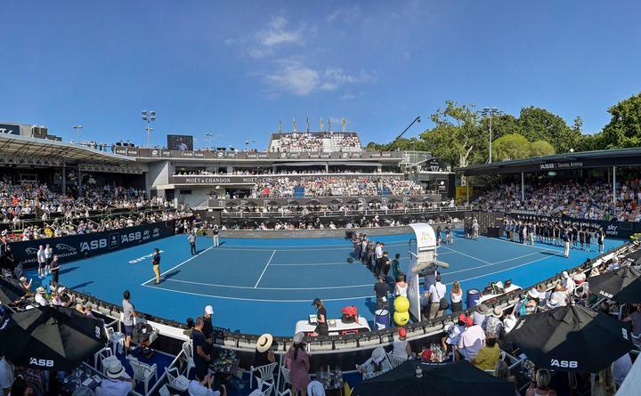 Vista general durante la ceremonia de premiación final masculina. 2020 ASB Classic masculino en el ASB Tennis Center, Auckland, Nueva Zelanda.