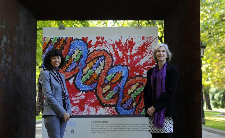 French researcher in Microbiology, Genetics and Biochemistry Emmanuelle Charpentier (L) and US  professor of Chemistry and of Molecular and Cell Biology, Jennifer Doudna posse beside a painting  made by children of the genoma at the San Francisco park in Oviedo, on October 21, 2015.
