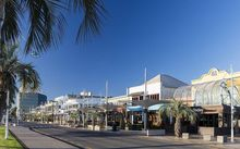 Cafes and restaurants on The Strand on Tauranga's waterfront.