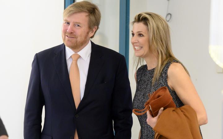 2020-04-03 16:08:59 BILTHOVEN - Koning Willem-Alexander en koningin Maxima tijdens een werkbezoek aan het Rijksinstituut voor Volksgezondheid en Milieu (RIVM).