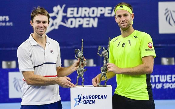 Australian John Peers and New-Zealand's Michael Venus pose with the European Open doubles title after beating Indian Bopanna and Dutch Middelkoop in the final in Antwerp.