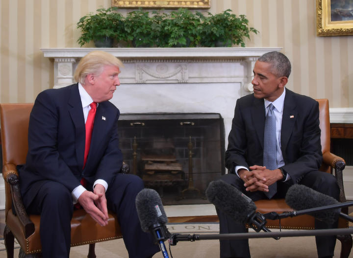 US President Barack Obama meets with President-elect Donald Trump on transition planning in the Oval Office at the White House on November 10, 2016 in Washington,DC. (Photo by JIM WATSON / AFP)