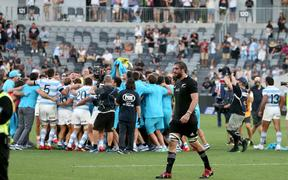 Sam Whitelock leaves the field as Argentina celebrate. 2020.