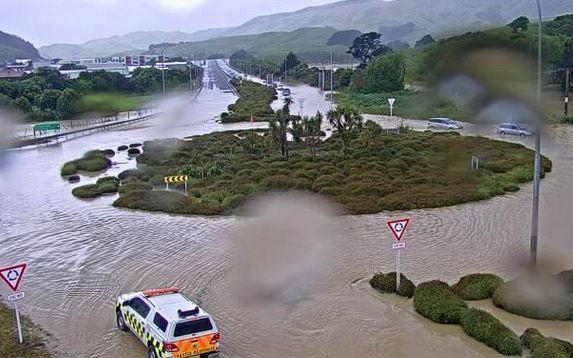 Flooding at the Plimmerton roundabout