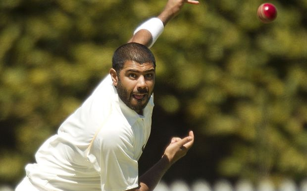 Jeetan Patel, will play for Warwickshire again in 2015.
