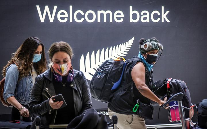 Passengers wearing face masks arrive from New Zealand at Sydney under the one-way rule bubble.