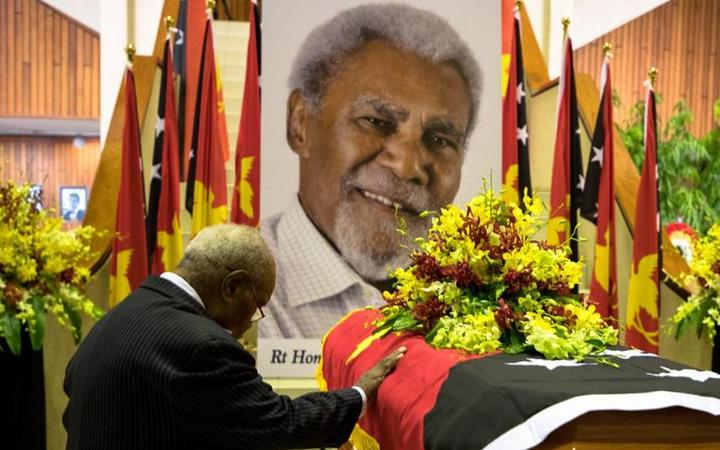Sir Michael Somare at the coffin of fellow former PNG Prime Minister Sir Mekere Morauta.