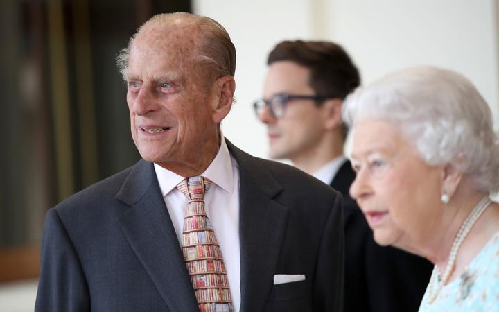 Britain's Queen Elizabeth II (R) and Britain's Prince Philip, Duke of Edinburgh are pictured after greeting Spanish King Felipe VI and Queen Letizia (unseen) at Buckingham Palace in central London on July 14, 2017,