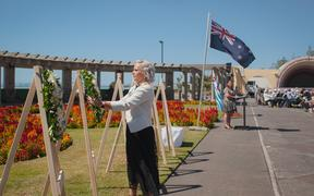 Napier Mayor Kirsten Wise laying a wreath at the ceremony.