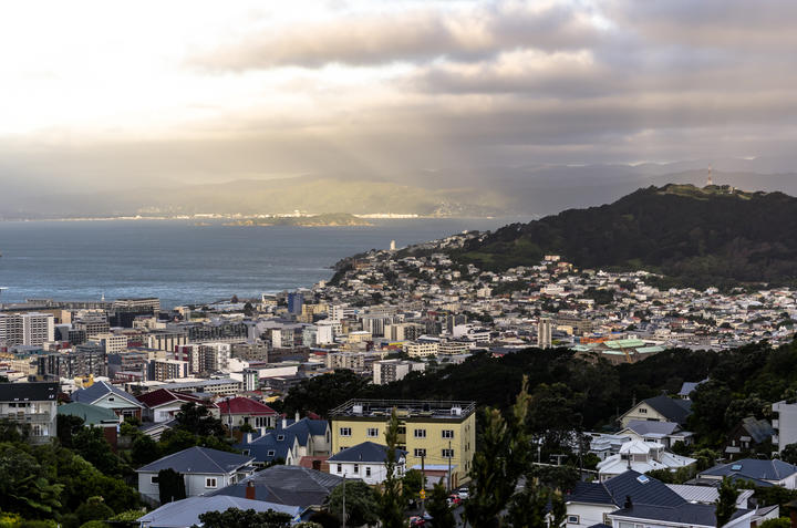 Auckland couple flies to Wellington in latest lockdown breach