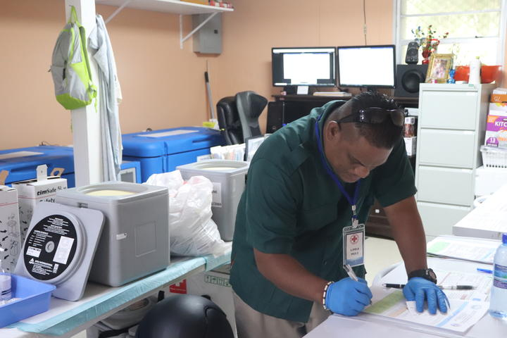 Marshall Islands Red Cross with Moderna vaccine cold-chain logistics