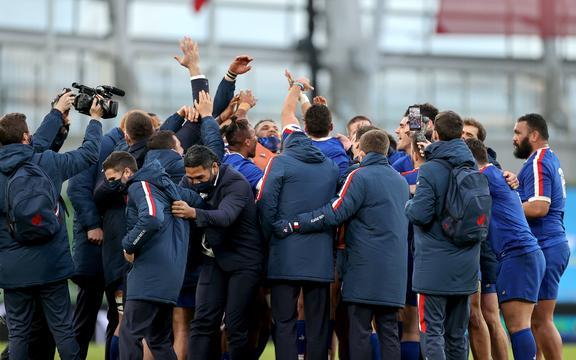 Los jugadores de Francia celebran la victoria sobre Irlanda 2021.