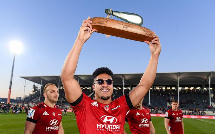Leicester Faingaanuku of the Crusaders with the Super Rugby Aotearoa trophy 2020.