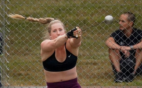 Lanciatore di martelli neozelandesi Lauren Bruce.