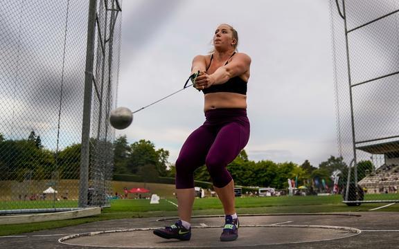 Lauren Bruce.  Lanzador de martillo de Nueva Zelanda