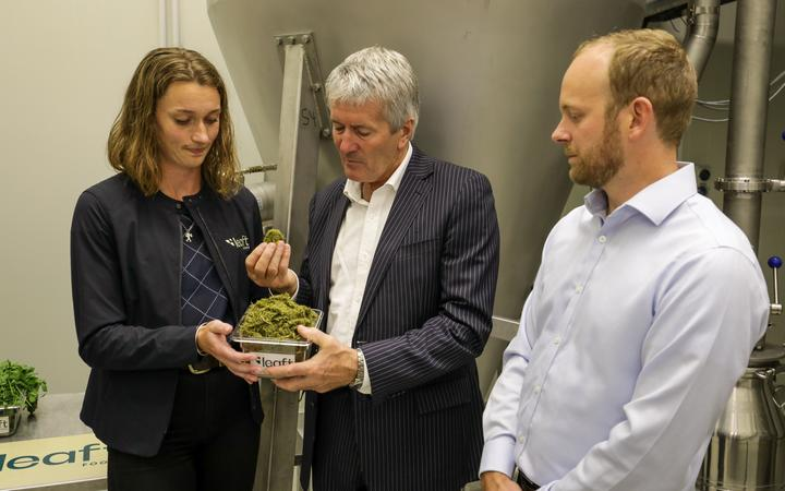 Damien O'Connor visits Lincoln-based company Leaft Foods.
