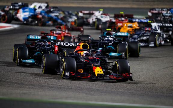 Max Verstappen, 2021 Formula 1 Bahreyn Grand Prix'sini kullanıyor.