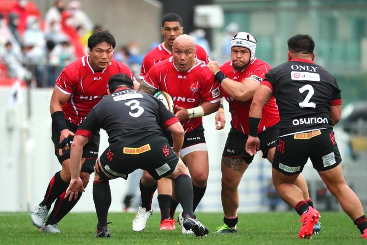 39 year old Nili Latu is still lacing his boots for Hino Red Dolphins in Japan.