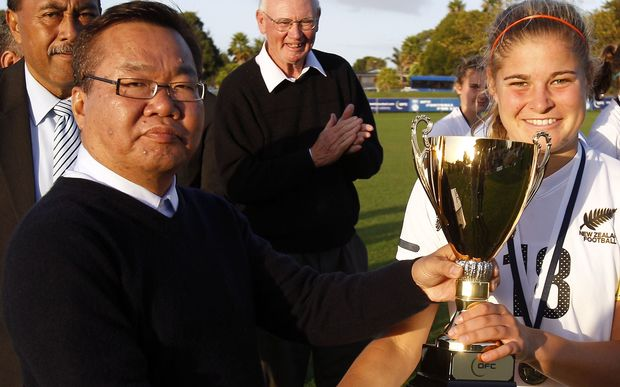 OFC and PNGFA president David Chung presents the 2012 OFC U20 Trophy