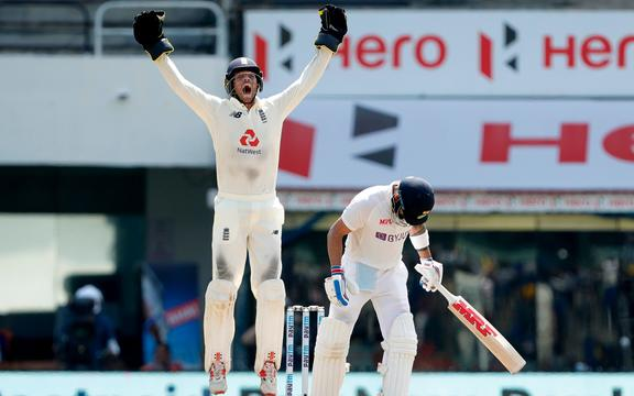 Ben Foakes of England asking for a wicket from Virat Kohli.