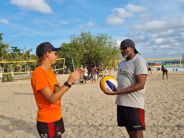 Pelatih Federica Tonon dan Steve Anderson berbicara tentang taktik.