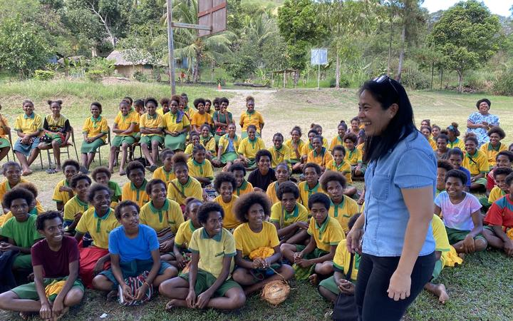 Educator Melissa Lometillo from Meris Malo talking about resusable period products at Nariawang School, PNG.